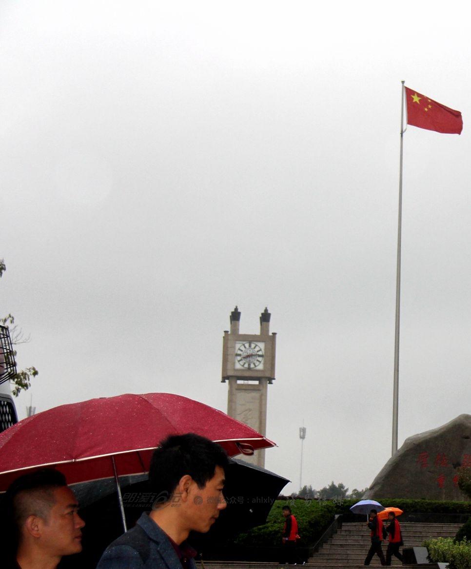 IMG_1410国旗与钟楼2.jpg