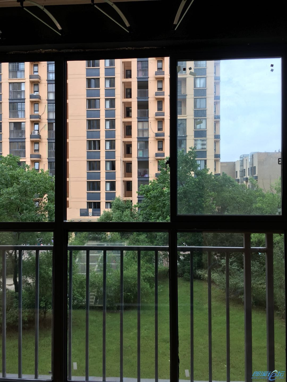 客厅阳台.jpg