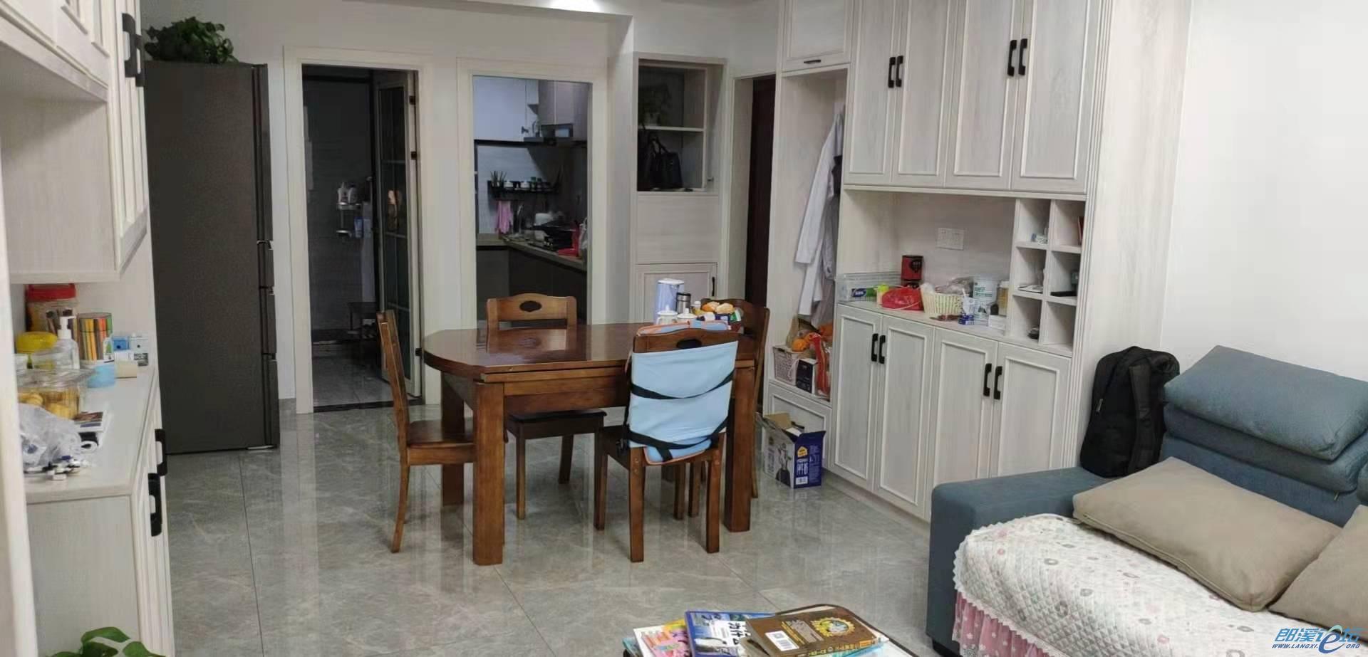 房屋出售:亚太4期,精装修,双阳台,好楼层。